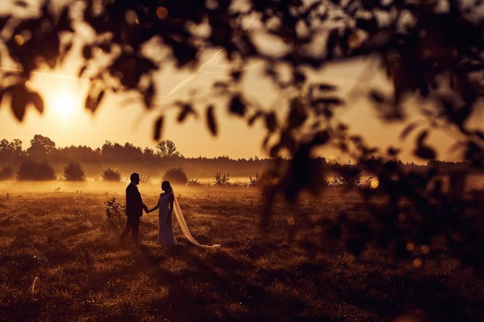 Fotograf ślubny Łańcut sesja zdjęciowa o wschodzie słońca