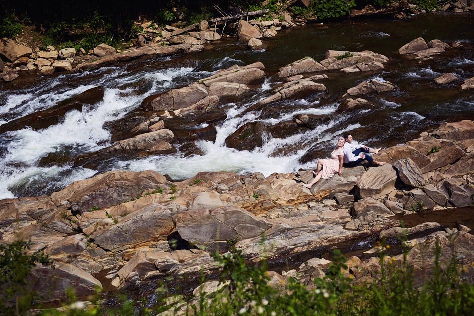 Sesja plenerowa w Bieszczadach swine wiry potok