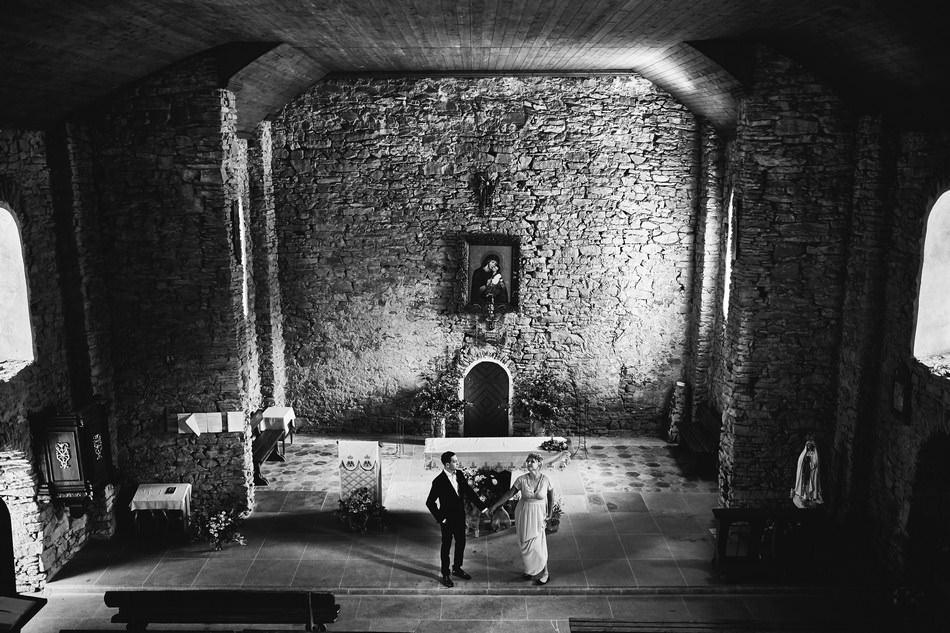 Sesja plenerowa w cerkwi w Bieszczadach