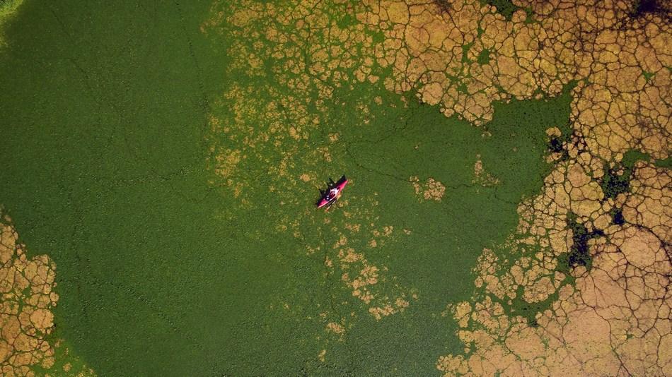 Sesja plenerowa w rzeszowie z lotu ptaka dron kajak