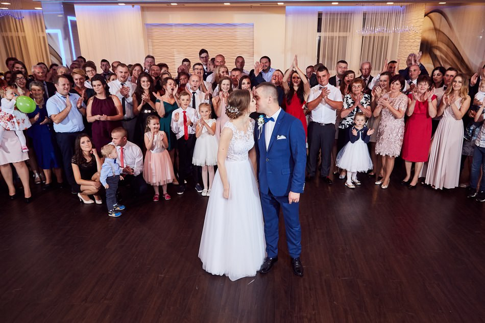 fotograf na slub krosno dwa serca wesele zdjecie grupowe