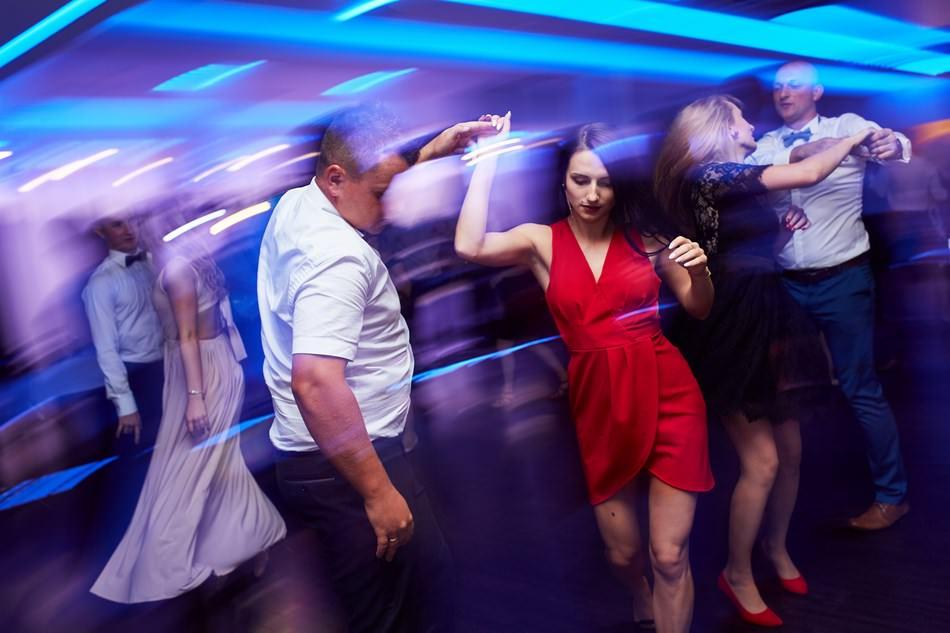 fotograf na slub krosno dwa serca wesele tanczaca para